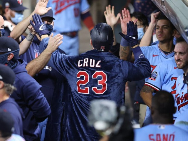 Those glorious Twins bathrobes: A gimmick worth cheering for