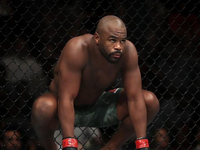 Evans guarantees Cormier vs. Jones at heavyweight would be a 'different fight'