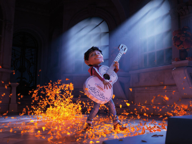 Box office: 'Coco' works its magic for 3rd straight week ahead of 'Star Wars'