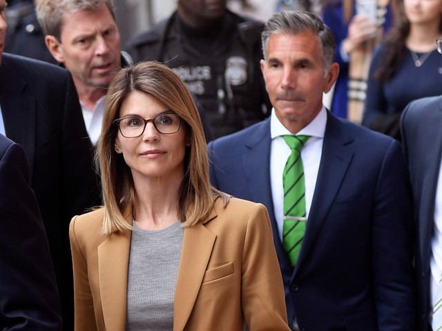 'They're calling less': Lori Loughlin's Bel Air pals 'hanging back' amid scandal