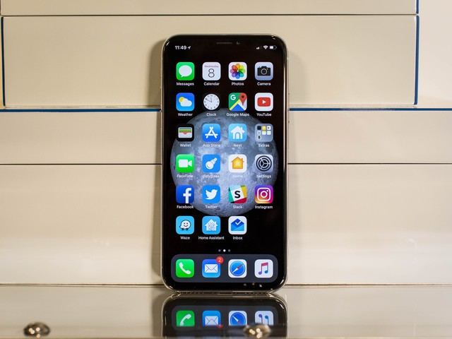 The iPhone X isn't selling as well as everyone hoped, one expert claims
