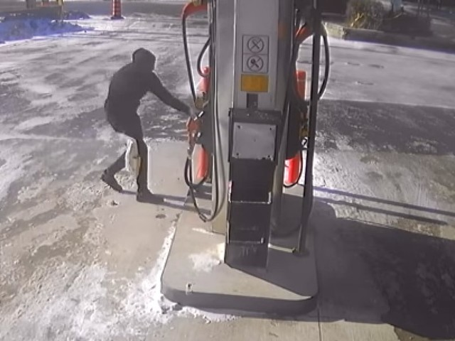 Video From Toronto Gas Station Shows Attempted Arson In Broad Daylight