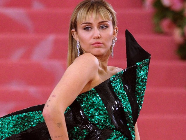 Miley Cyrus Continues Her Tattooing Spree With New Ink