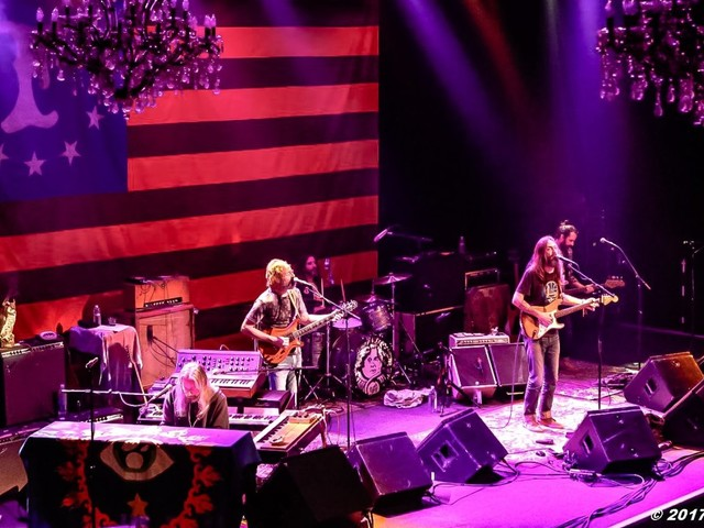 Chris Robinson Brotherhood Debuts Neil Young Covers In San Francisco