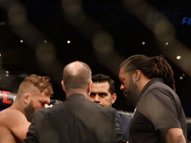 UFC Mexico video: Here's the eye poke that ended Rodriguez vs. Stephens