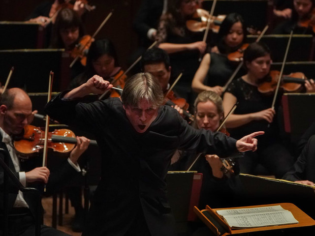 Review: Under Salonen, the Philharmonia Orchestra Shines
