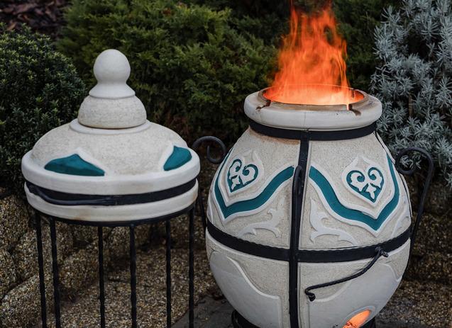 Amphora tandoors hussutes kemencebe logatassal faparazs felett dastarkhan 02
