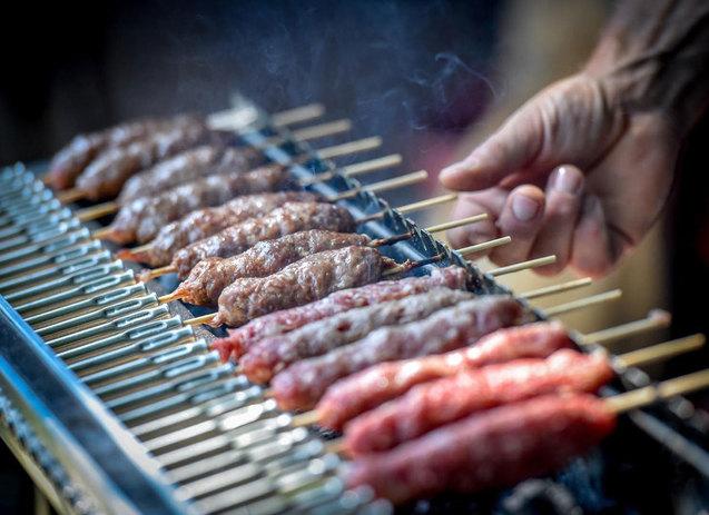 Tecnoroast grill nyarsas sutesek faszenparazs felett cevap arrosticini 05