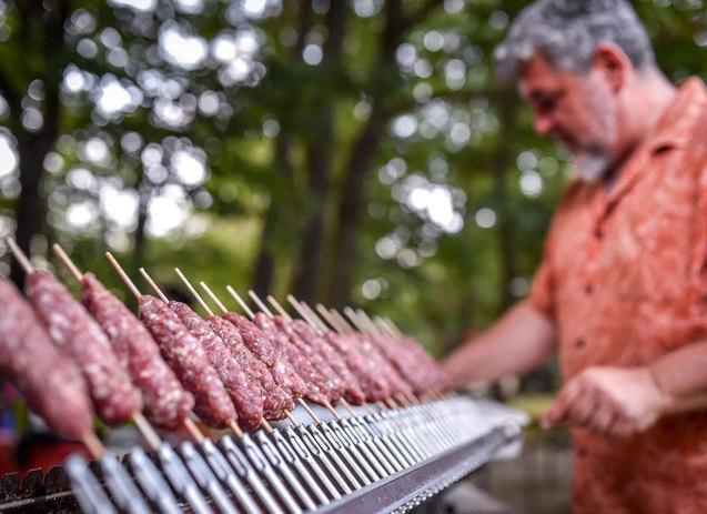 Tecnoroast grill nyarsas sutesek faszenparazs felett cevap arrosticini 06