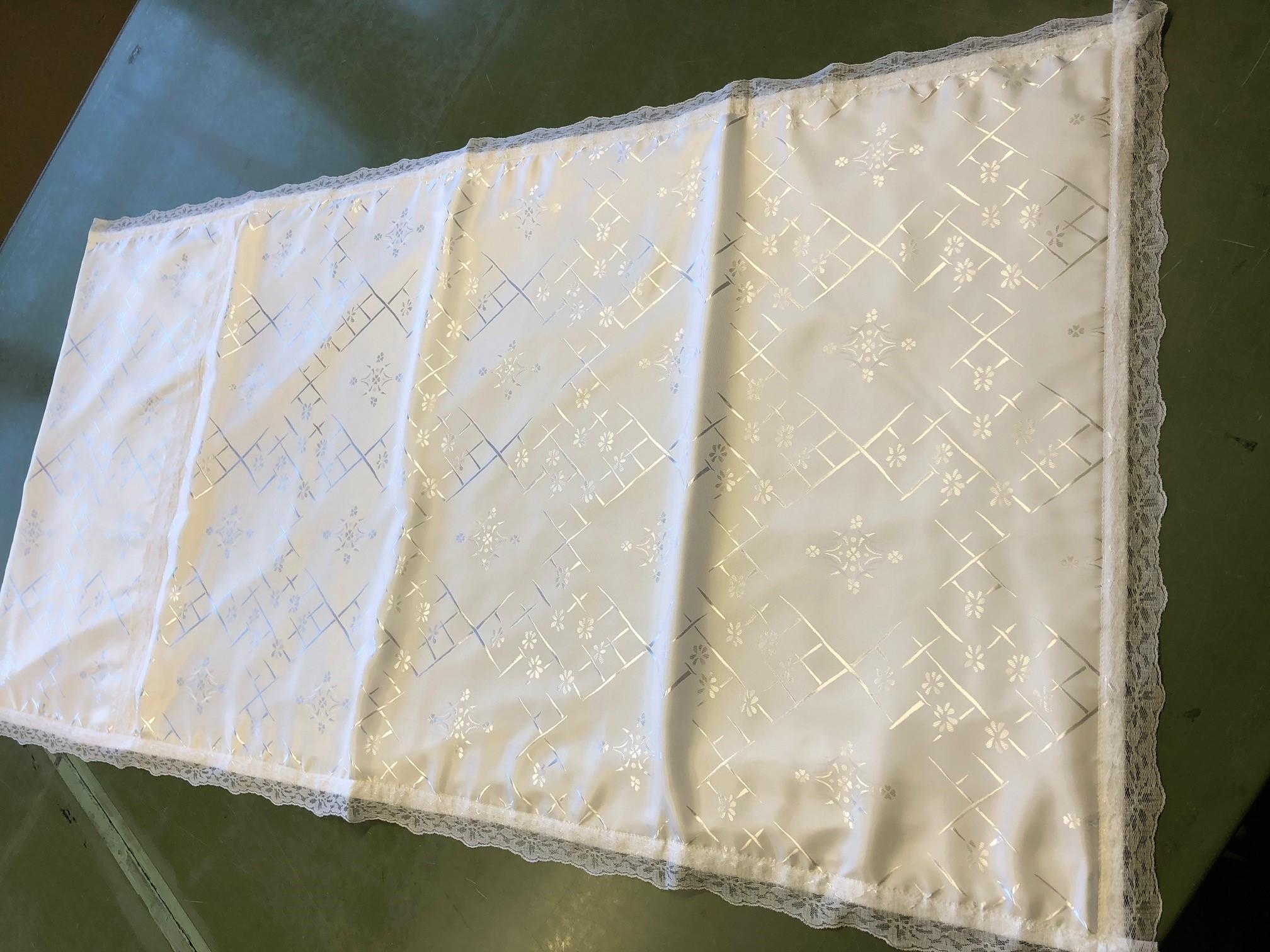 Teppe i blomstret silke
