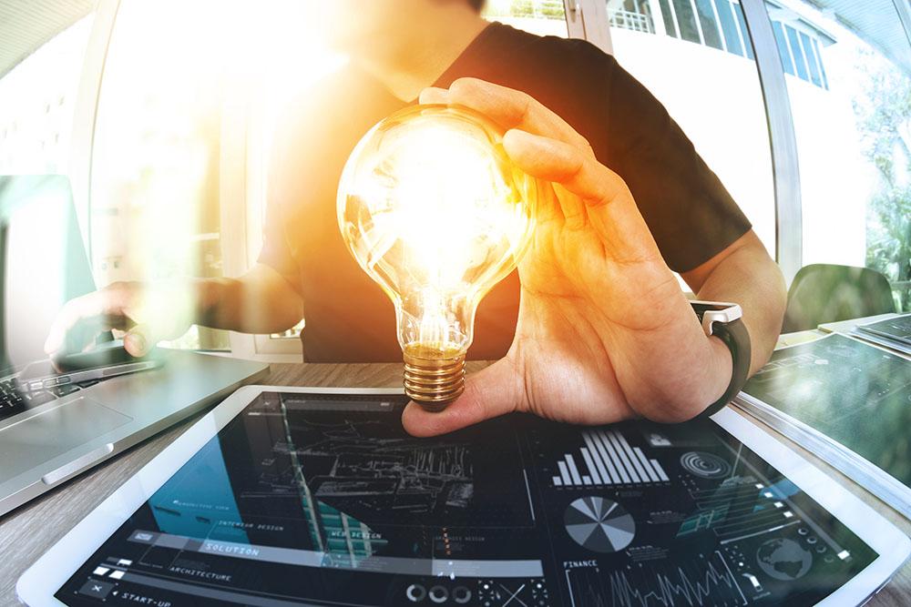 Personalentwicklung Mann mit Glühbirne