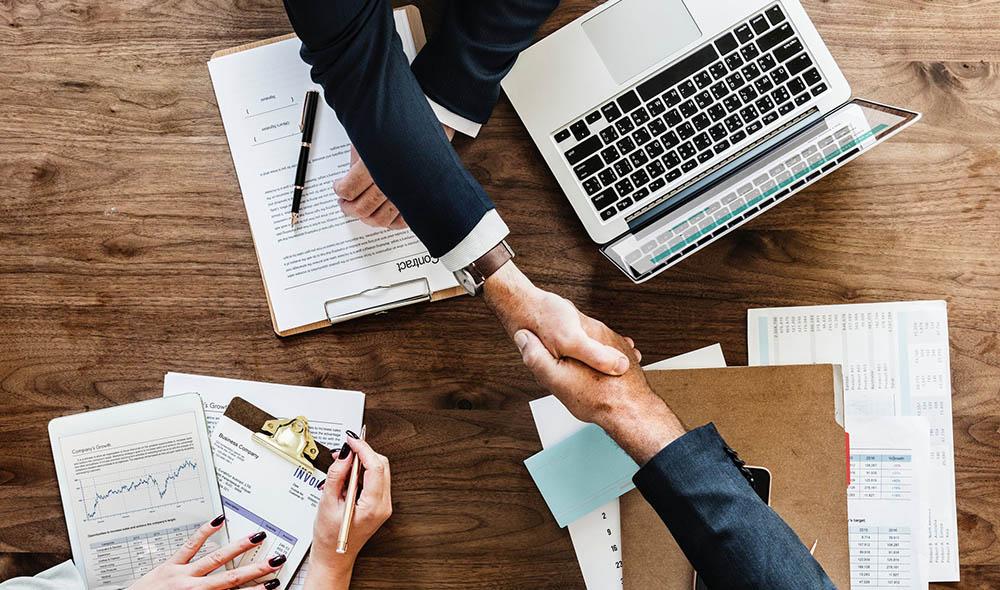 handschlag ber unterschriebenem vertrag arbeitsvertrag erstellen - Anderung Arbeitsvertrag Muster