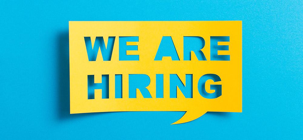 Schriftzug auf blauem Hintergrund: We are hiring – Candidate Experience