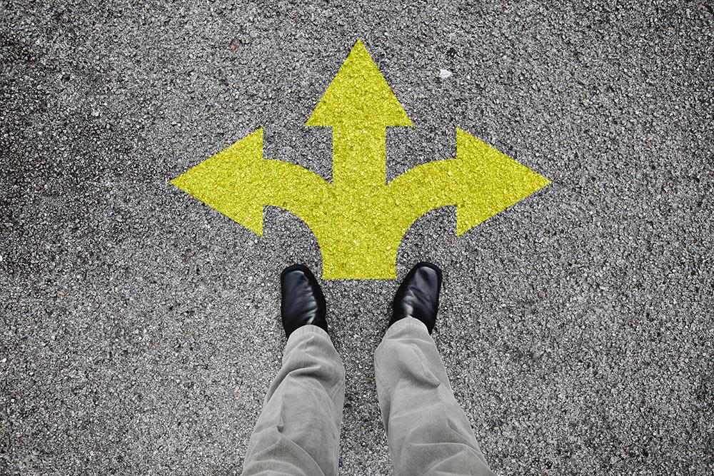 Drei Pfeile auf Boden – Entscheidung Job zu kündigen