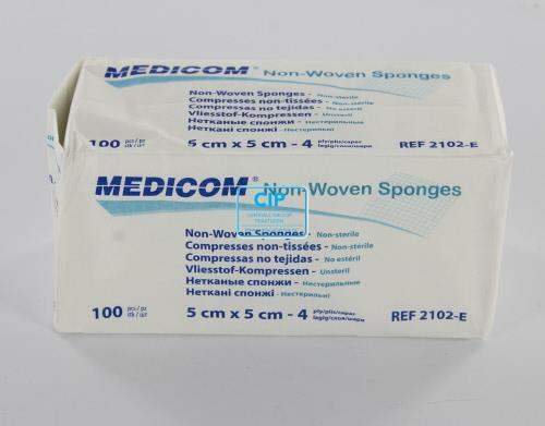 MEDICOM GAASJES NIET STERIEL 5x5 NON WOVEN 4-laags (100st)