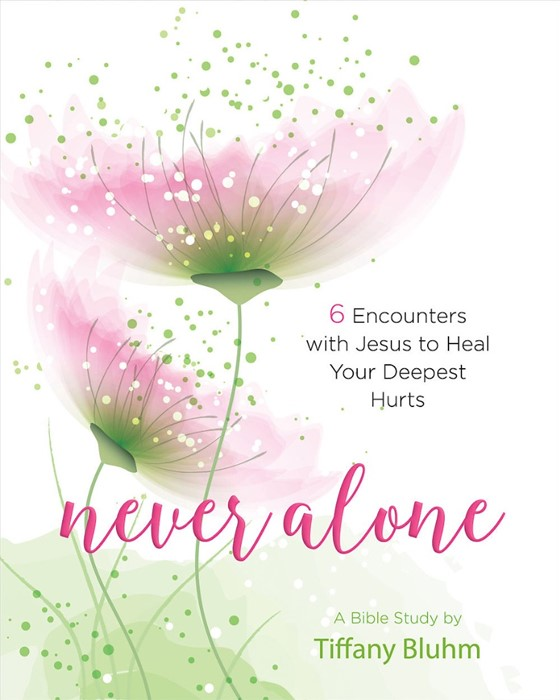 Never Alone - Women's Bible Study Participant Workbook (Paperback)