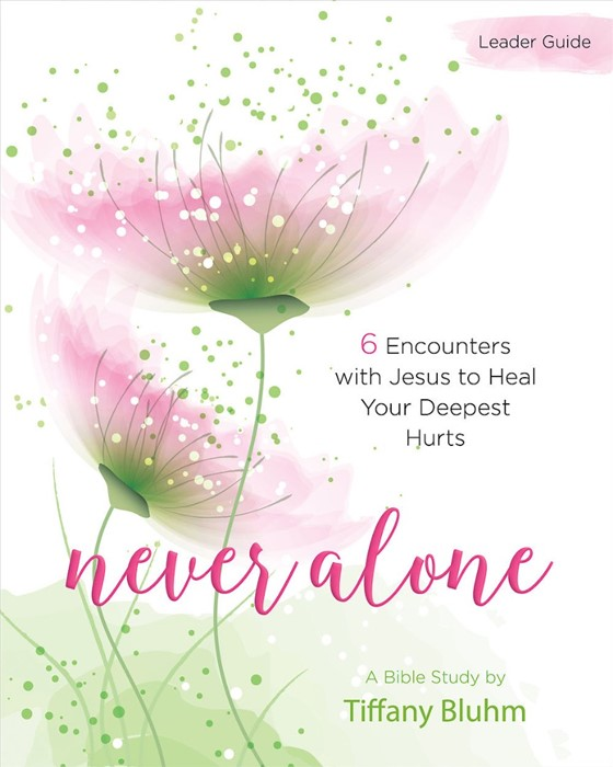 Never Alone - Women's Bible Study Leader Guide (Paperback)
