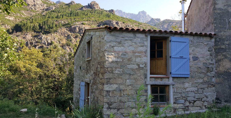 Refuge Corse pour nuit insolite en groupe vers Ajaccio