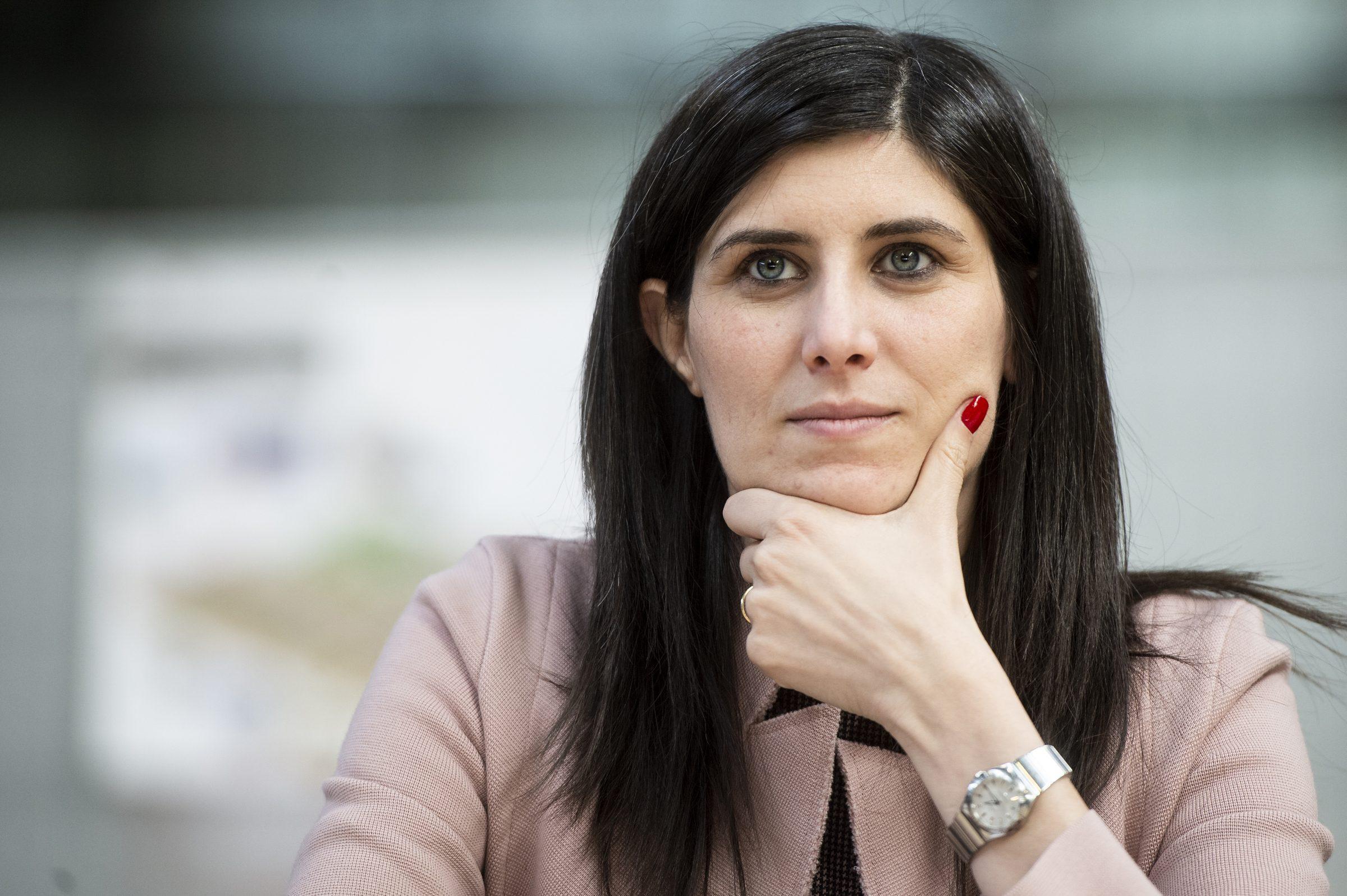 """Chiara Appendino: """"Padre e madre sulla carta d'identità è un passo indietro sui diritti"""""""