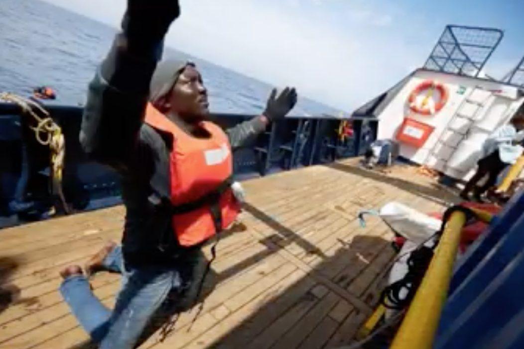 """Migranti, Ong tedesca ne soccorre 64 al largo della Libia. Matteo Salvini: """"Vadano ad Amburgo"""""""