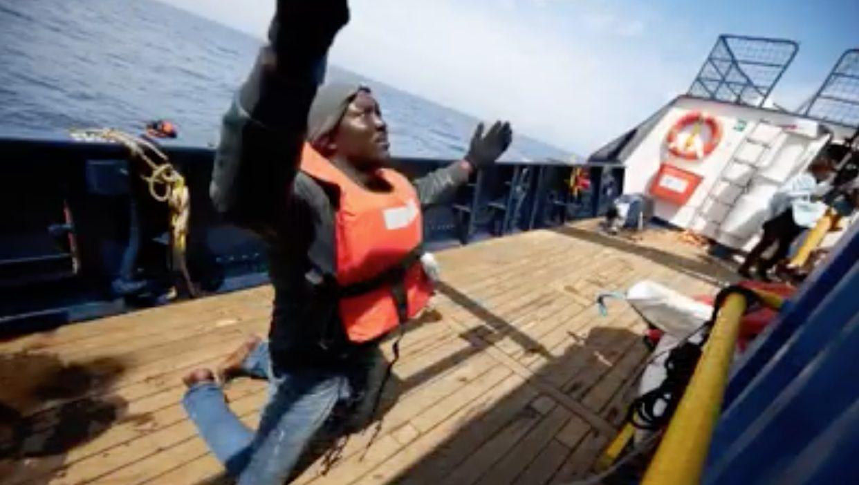 """Sea Eye con 64 migranti verso Lampedusa, Salvini: """"Non in Italia"""". Farnesina: """"È una minaccia"""""""