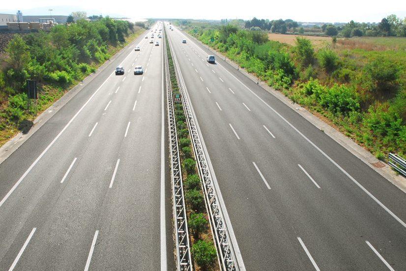 """Toninelli: """"Contrari a limite velocità in autostrada a 150 km/h"""". Lega: """"Torna partito del no"""""""