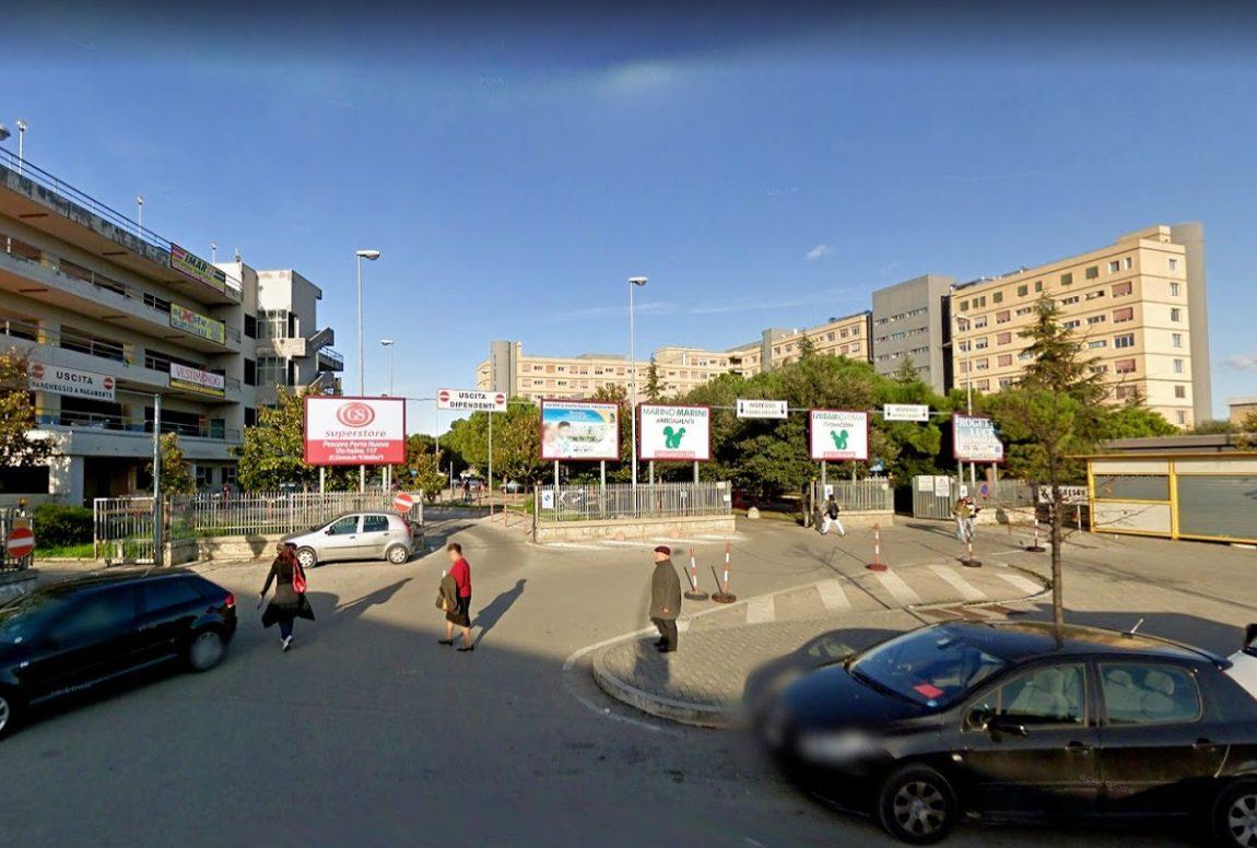 Pescara, va in ospedale per una rettoscopia ma ha un malore e muore: 5 indagati