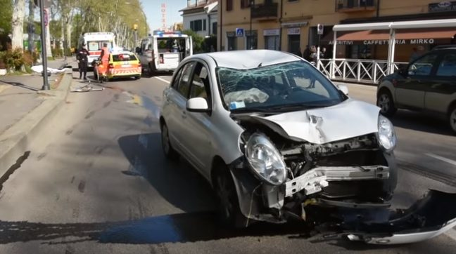Forlì, giovane ubriaca al volante travolge e uccide una coetanea che camminava sul marciapiede