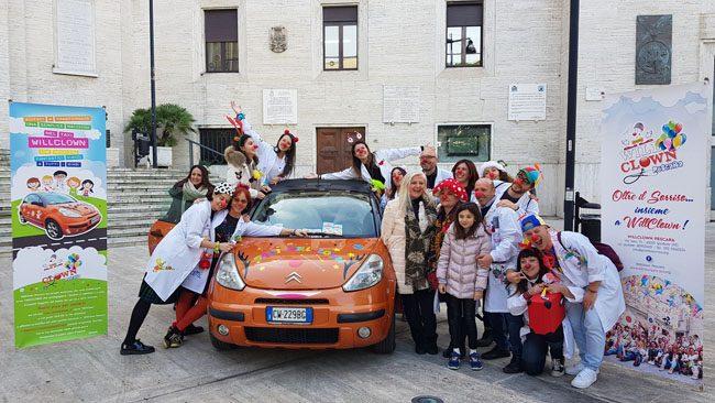 Arriva il Taxi clown, a Pescara l'auto per portare i bambini in ospedale con un sorriso