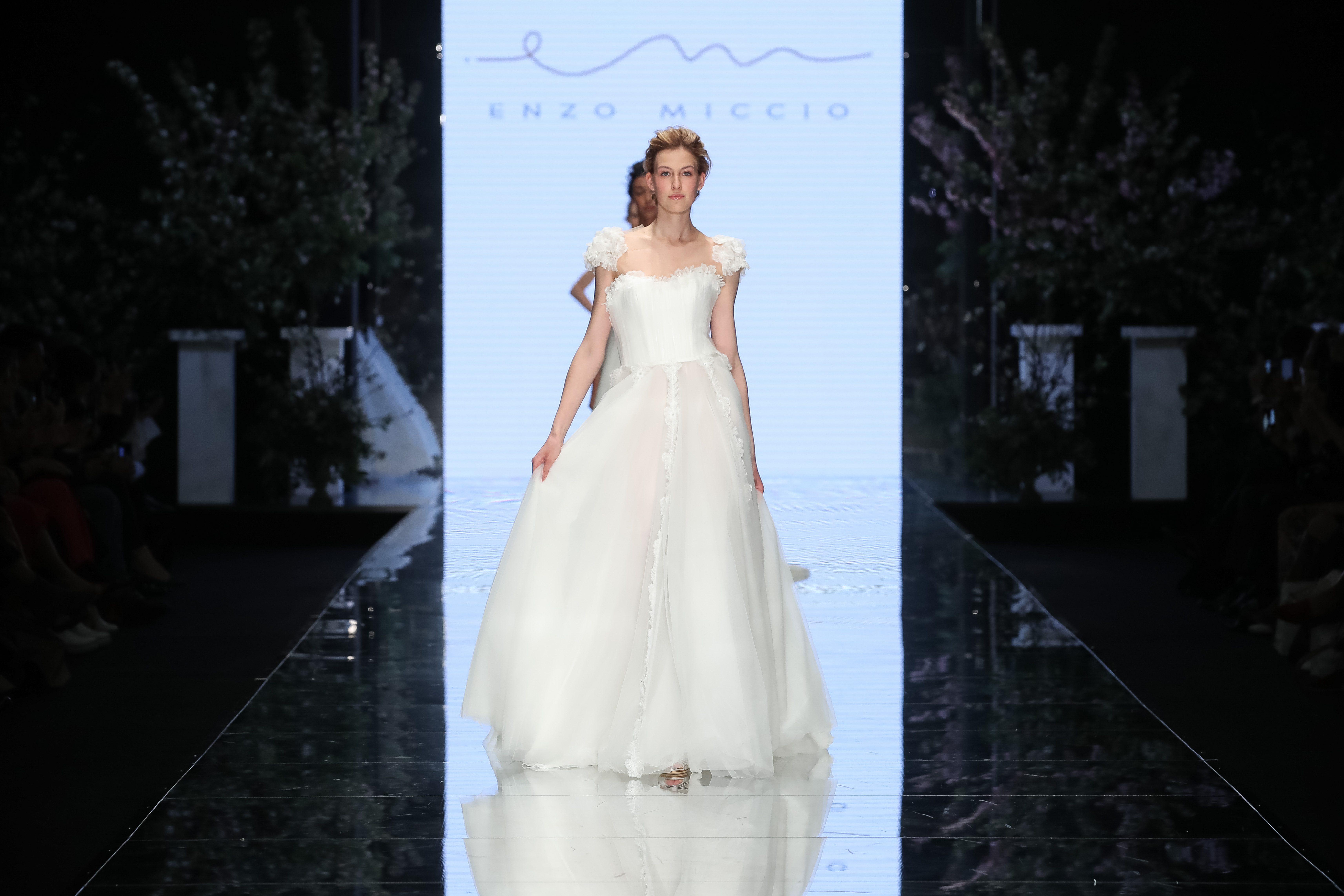 """Enzo Miccio presenta la collezione di abiti da sposa 2020: """"Ecco gli errori da evitare alle nozze"""""""