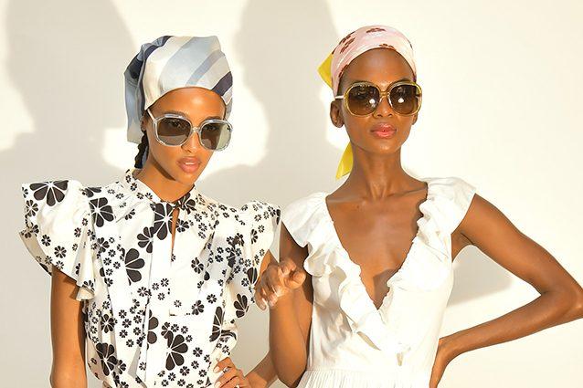 e54678de539f Il foulard è l accessorio di tendenza per i capelli della primavera estate   ecco