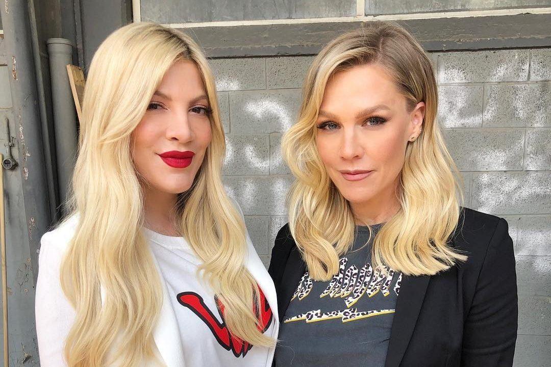 """Kelly e Donna di Beverly Hills 90210 di nuovo insieme ma il web insorge: """"Sono irriconoscibili"""""""