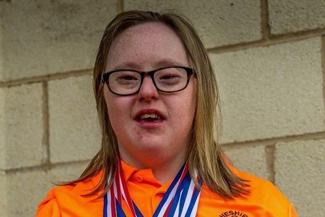 Ha la sindrome di Down, le dicevano che non poteva nuotare: oggi è una campionessa olimpica