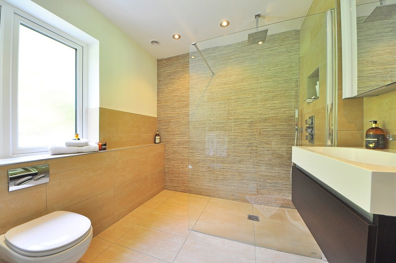Come pulire il box doccia: i rimedi e i consigli per renderlo splendente