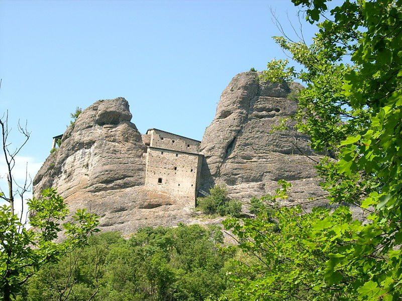 Una fortezza tra le rocce: il Castello della Pietra di Vobbia