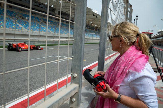 Mick Schumacher nel nome del padre, mamma Corinna segue emozionata il suo debutto in Ferrari