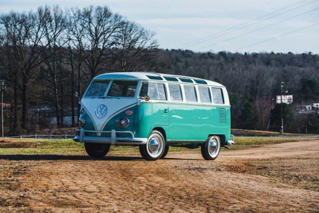 All'asta il leggedario Volkswagen Bulli, il simbolo hippie venduto per 111mila euro