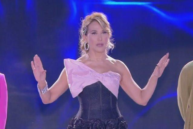 """Barbara D'Urso agli ex di Temptation Island: """"Viva Maria De Filippi!"""", e non nomina Simona Ventura"""