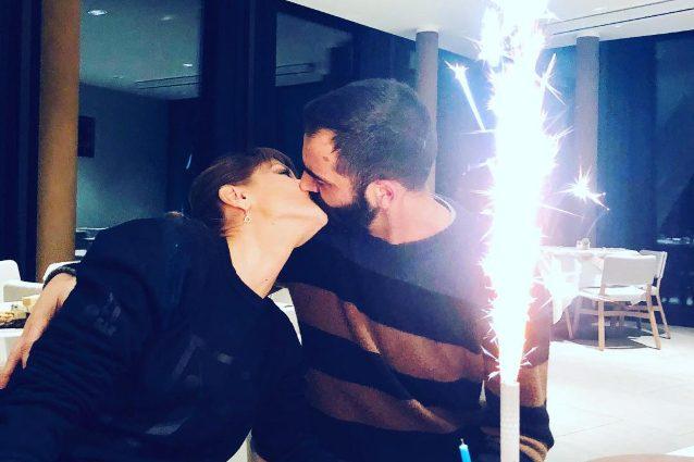 """Alessandra Amoroso bacia Stefano Settepani: """"Ti amo, spero tu mi faccia ritrovare la felicità persa"""""""