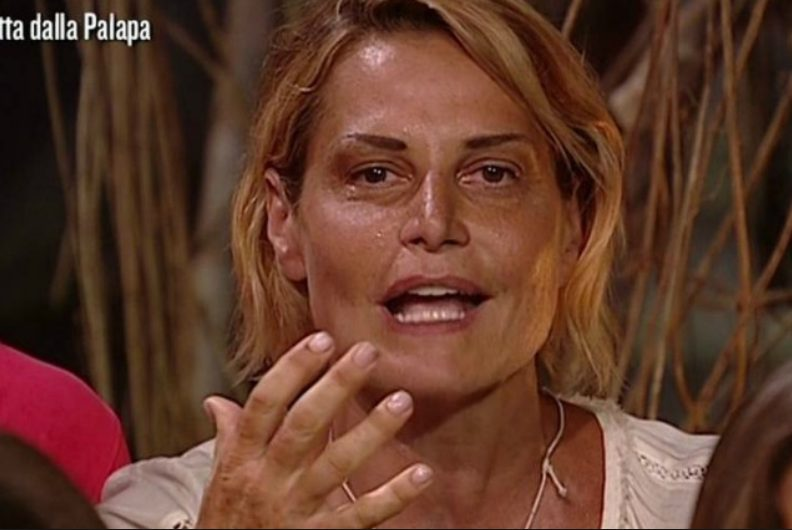 """Simona Ventura sull'Isola da naufraga: """"Lì hanno tentato di uccidermi, ma sono sopravvissuta"""""""