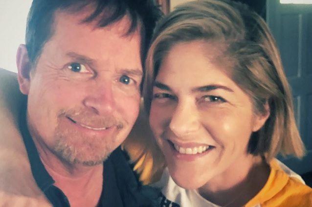 Selma Blair e Michael J. Fox, il selfie contro la malattia: lei ha la sclerosi, lui il Parkinson