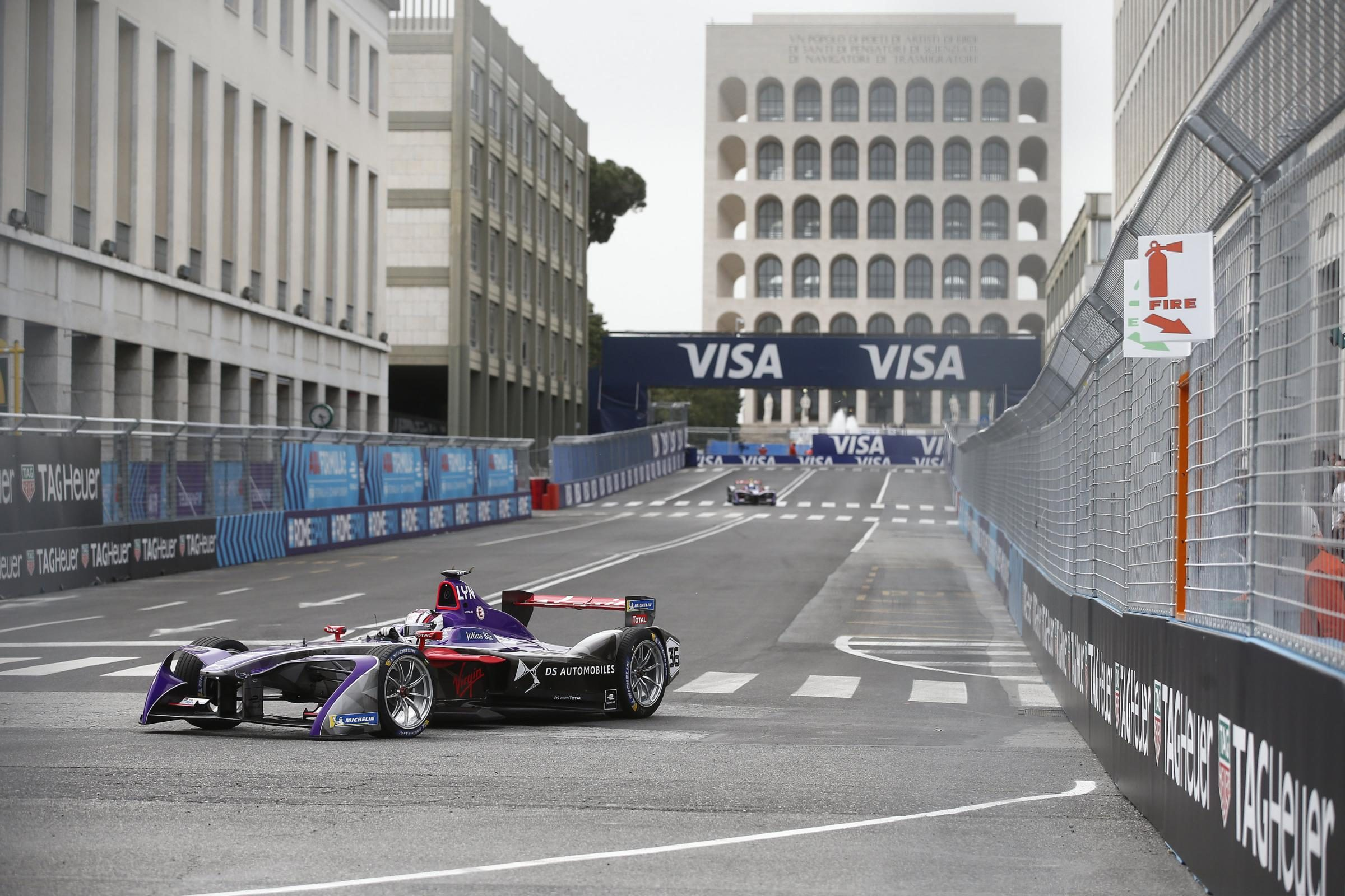 "Incubo traffico all'Eur, infuriati i cittadini: ""Maledetta Formula E e maledetta Virginia Raggi"""