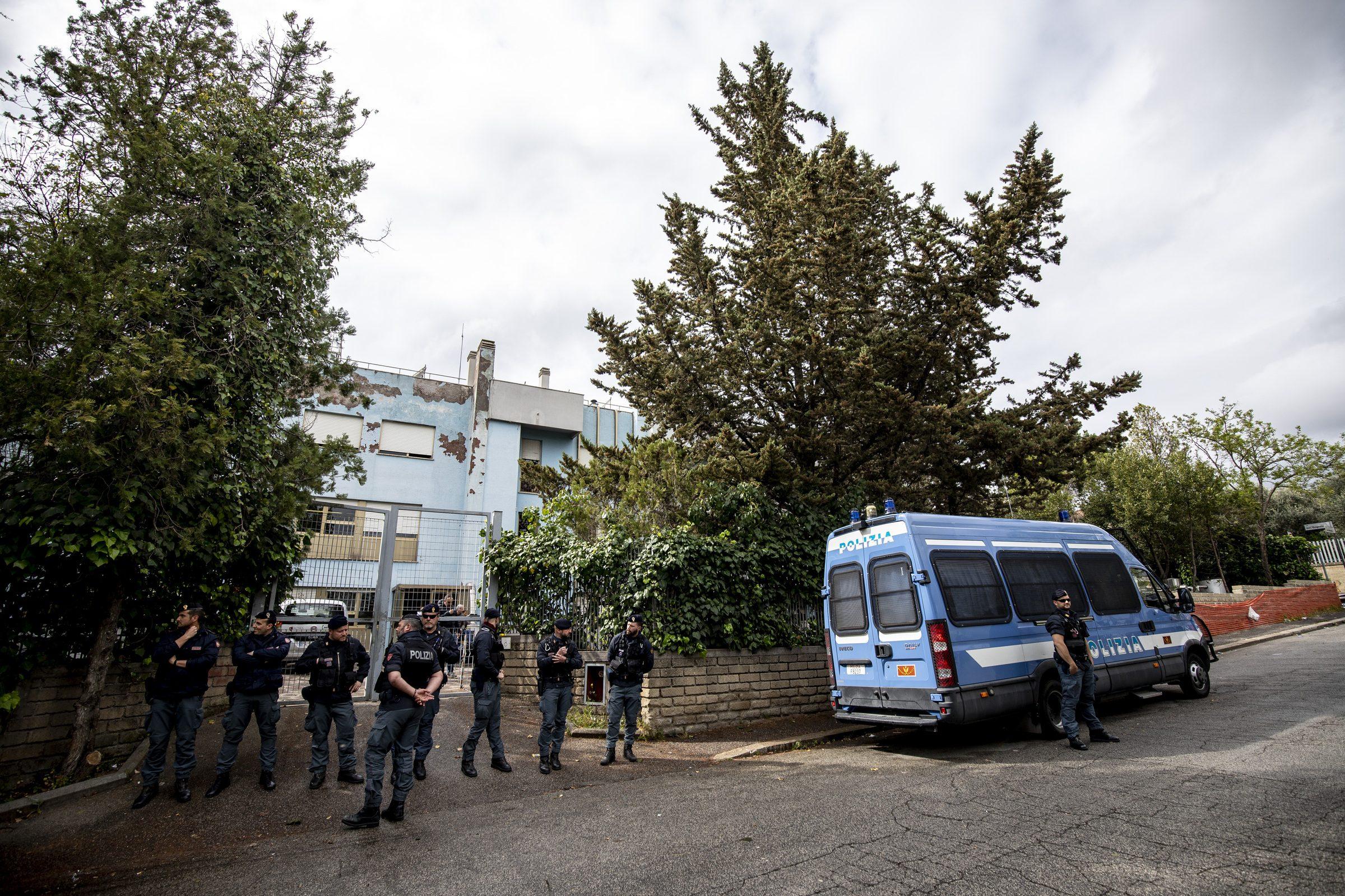 Si svuota il centro d'accoglienza di Torre Maura: trasferiti tutti i rom ospiti