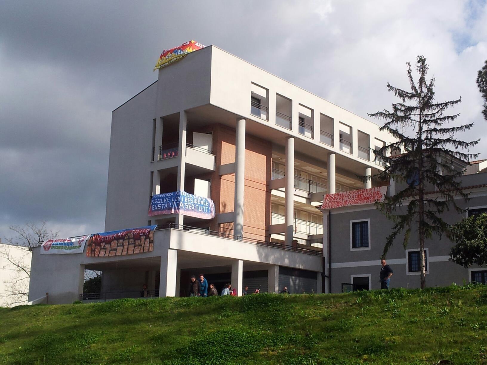 San Basilio, Acea stacca elettricità a stabile occupato da 96 famiglie: tra loro ci sono disabili