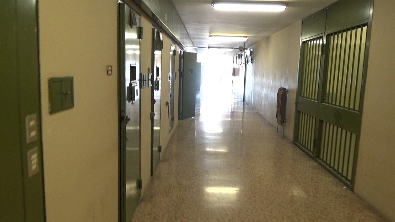 Ora conosciamo l'orrore del carcere di Viterbo: non possiamo chiudere gli occhi