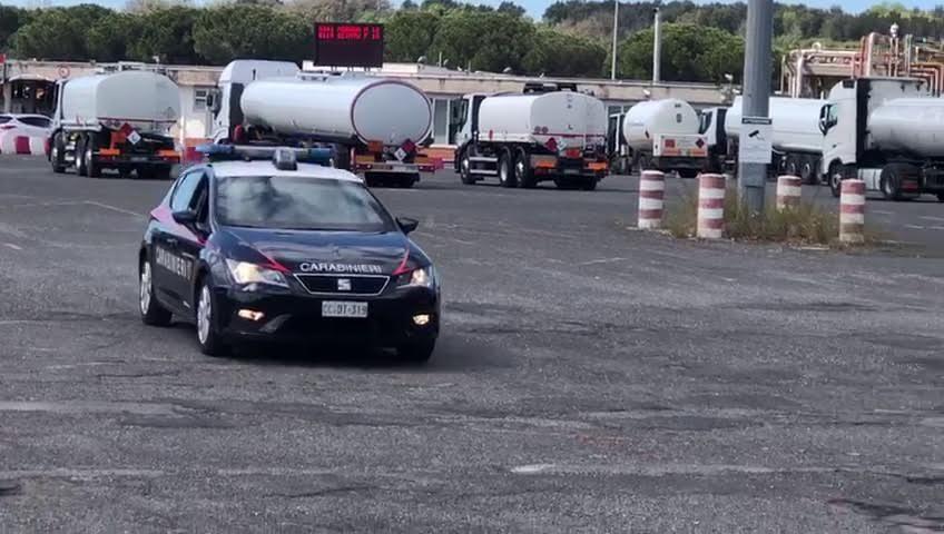 Rubavano carburante dagli oleodotti dell'aeroporto di Fiumicino: 17 arresti