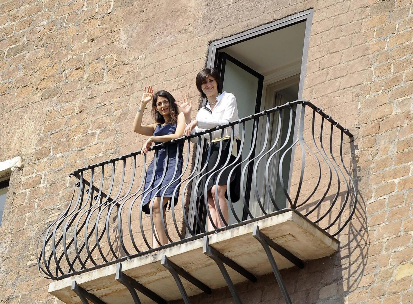 Allarme bomba a Torino, ordigno alla sindaca Appendino: il messaggio di Virginia Raggi