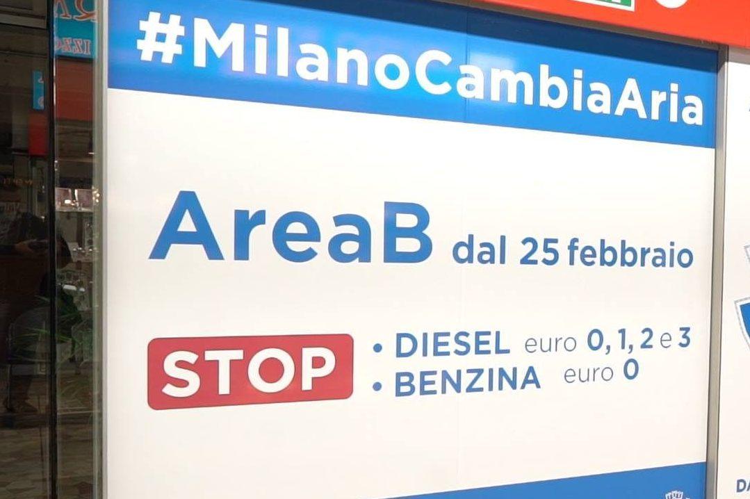 Milano, Area B: arriva la deroga per gli over 70, ma solo con l'installazione di una scatola nera