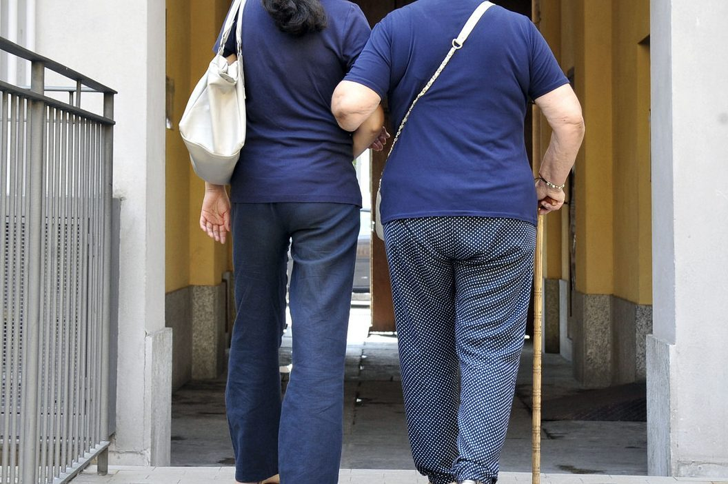 Varese, finta onlus con a capo 2 donne per reclutare badanti in nero: 9 arresti per caporalato