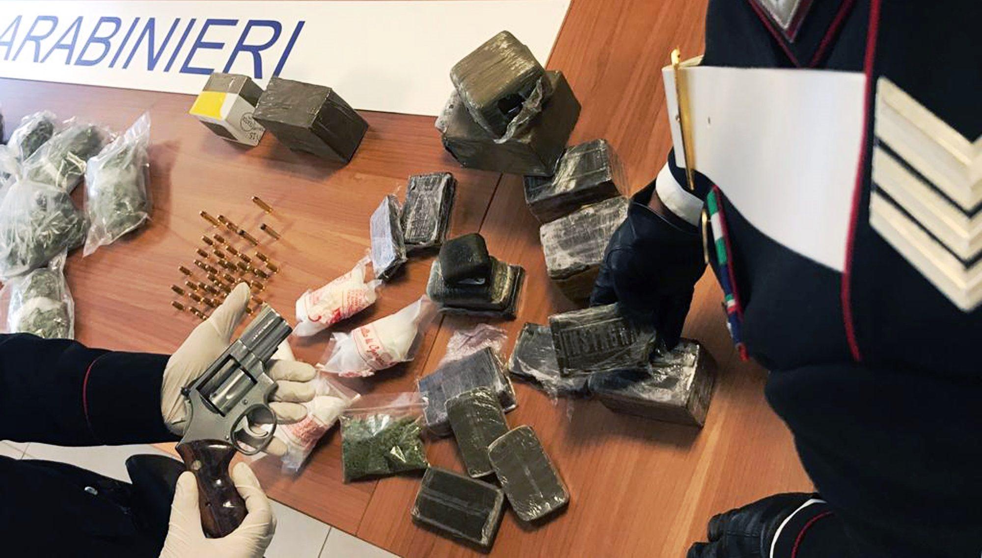 Droga nel Rione Traiano: arrestati anche due aggressori di Vittorio Brumotti di Striscia